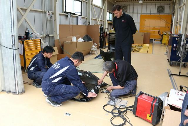 設備メーカーよりアルミ素材に対応する設備機材の説明を受けました。