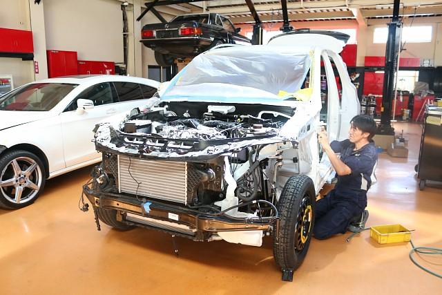 メルセデス・ベンツ MLクラス(W166) 事故により内外装の分解作業。