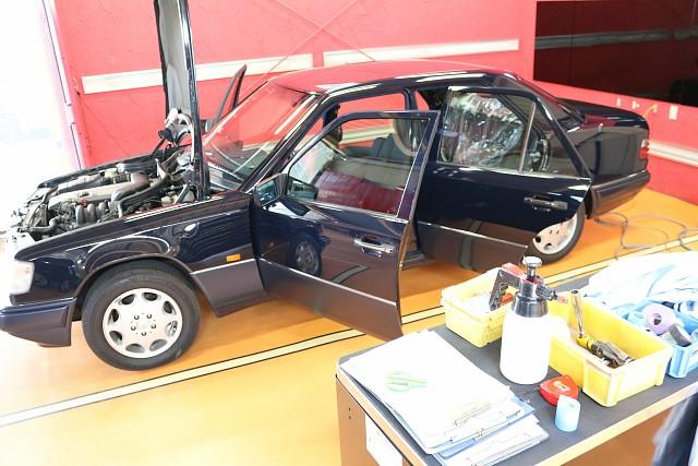 メルセデス・ベンツ Eクラス(W124)の車検と天井張替え