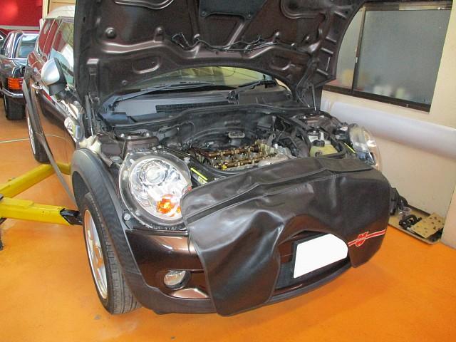 BMW MINI ミニクラブマン R55 白煙でオイル下がり修理 バルブステムシール交換