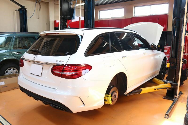 メルセデス AMG C450の車検整備で入庫しました。